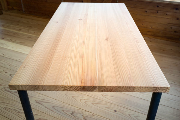 オフィスにも使えるワークテーブル